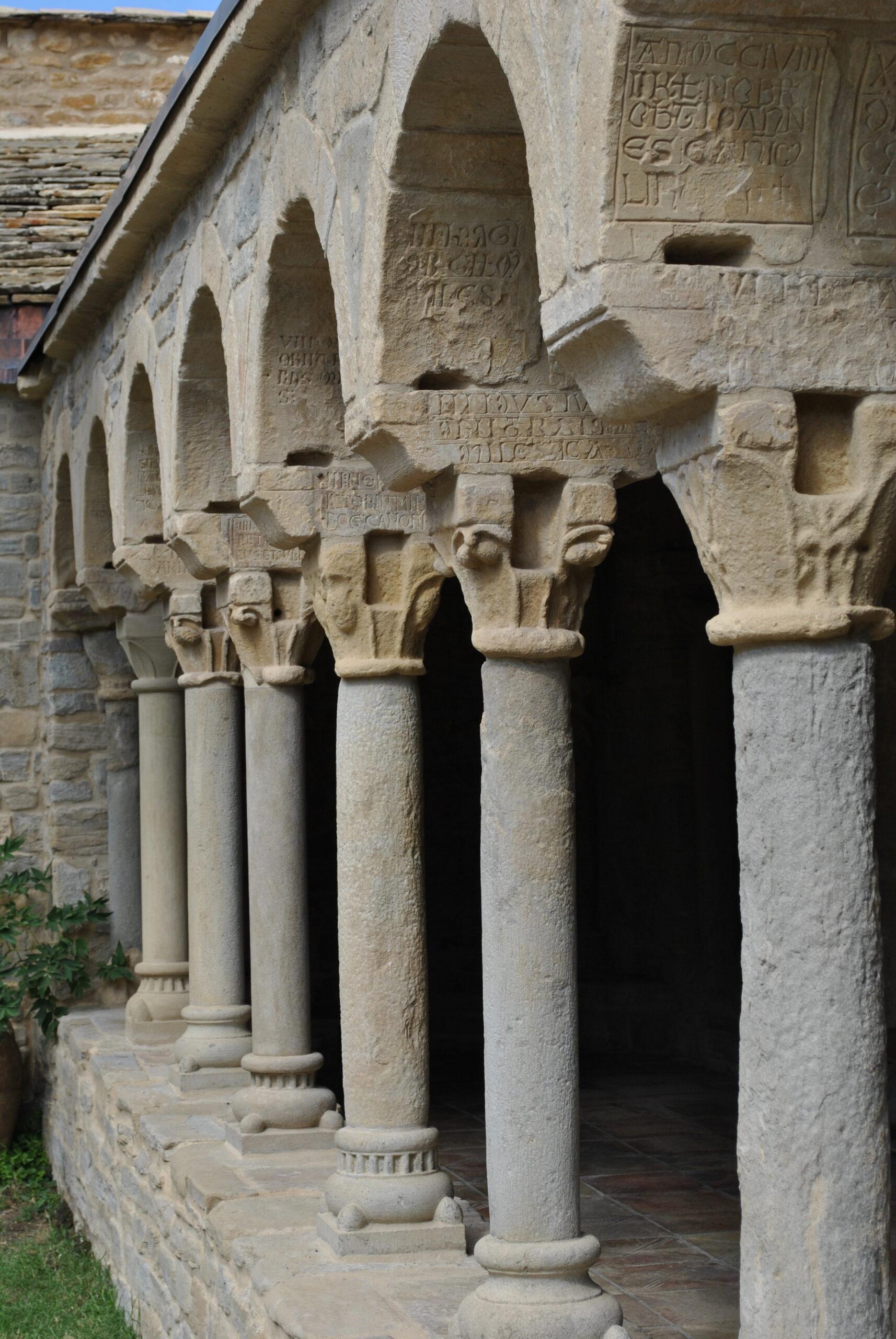 galerie ouest du cloître de la cathédrale de Roda de Isábena